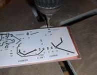Taladro en la otra esquina de la placa de circuito impreso