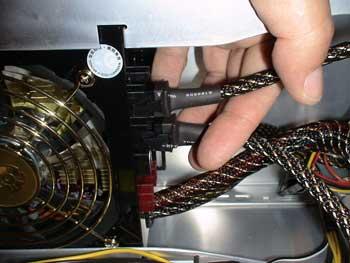 Conexión en la fuente de alimentación del cable de los ventiladores
