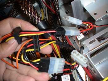 Conexión del cable de la fuente de alimentación a los ventiladores