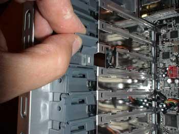 Conexiones traseras de expansión sin tornillos en la caja
