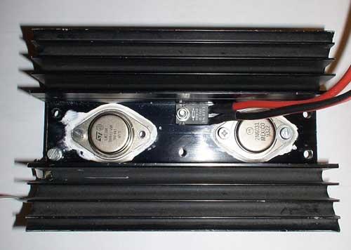 Vista del regulador y transistor de potencia